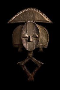 mudec. collezione permanente. figura di reliquiario mbulu-ngulu- sec XX. Gabon . photo di filippo piantanida