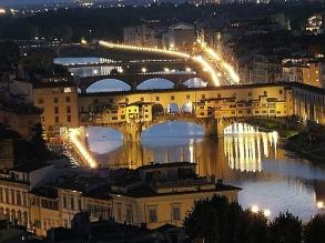 Toscana - Firenze le luci che illuminano ponte vecchio